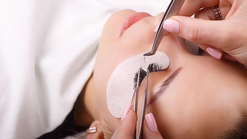 まつ毛エクステがすぐとれる原因と対処法